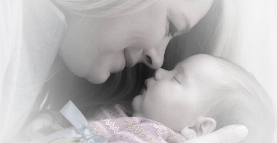 Een behandeling osteopathie voor een postnatale check-up